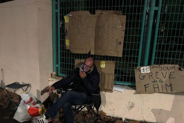 Contre le mal logement un militant du DAL à Montpellier se met en grève de la faim