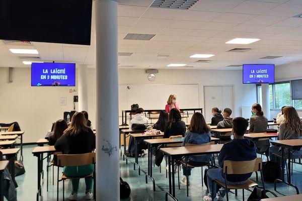 Des lycéens de seconde du lycée Charles-Péguy vendredi 15 octobre 2021. / © Thomas Hermans/France 3 Centre-Val de Loire