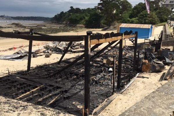 Le bar de plage le Woop beach a été réduit en cendres