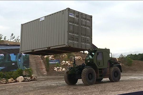 À Ancenis, le groupe Manitou fabrique aussi des chariots élévateurs spécifiquement dédiés aux besoins militaires.