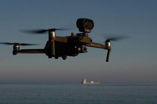 Ce type de drone est déjà utilisé par la police notamment à Nice, ici sur la Promenade des Anglais.