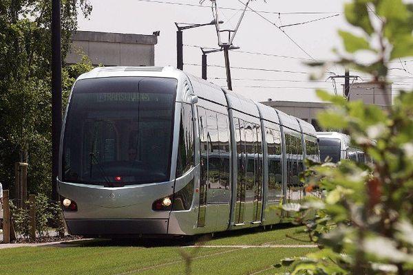 Le tramway de Valenciennes a été inauguré en 2006 par Jean-Louis Borloo, alors président de la communauté d'agglomération de Valenciennes Métropole.