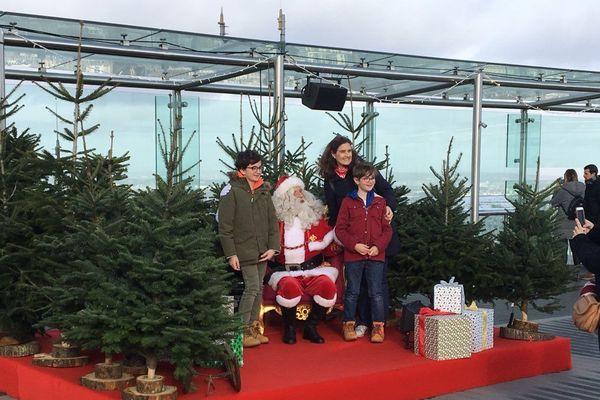 Le Père Noël s'installe à la Tour Montparnasse, jusqu'au 1er janvier 2019.