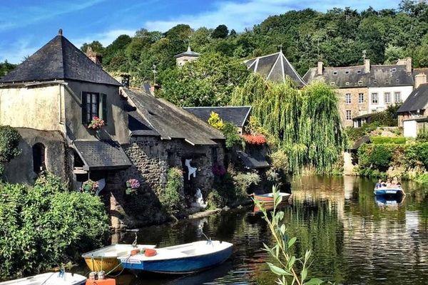 Un village construit sur les deux rives du Trieux.