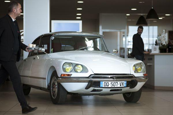 La DS 21 a été exposée durant trois semaines pour le plaisir des clients