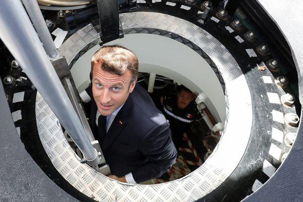 L'entrée dans  le sous-marin, de type barracuda, appelé le Suffren