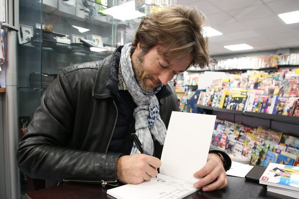 Le dessinateur Alex, en dédicace, le 15 décembre 2018.