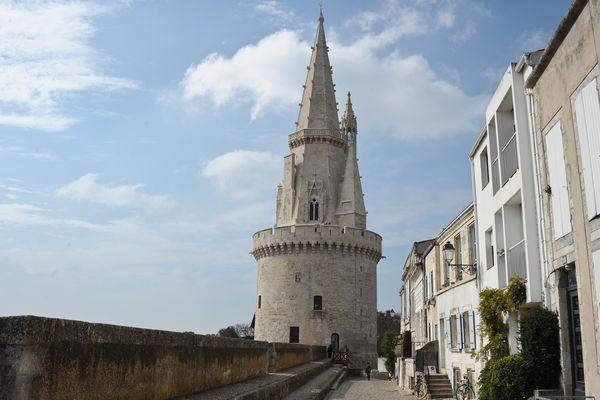 """Eric Perrin (présentateur des """"Cap Sud Ouest"""" Nouvelle-Aquitaine) sera en direct de la Tour de la lanterne à La Rochelle."""
