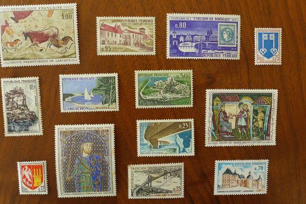Timbres des années 60 représentant des lieux et monuments de la Nouvelle-Aquitaine.