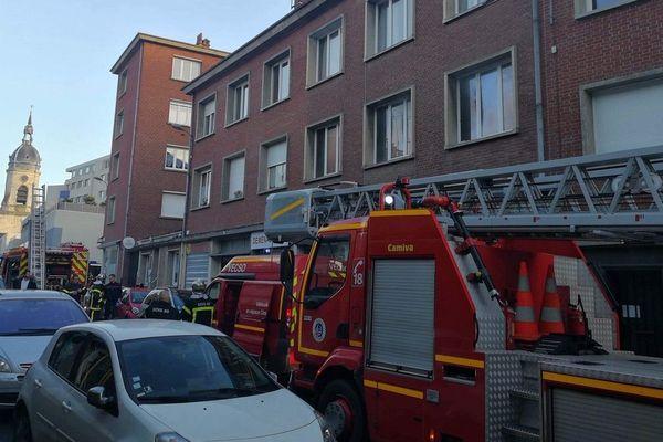 L'incendie s'est déclaré dans un appartement situé rue Florimond Leroux à Amiens.