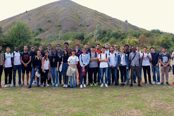 Des étudiants étrangers peuvent bénéficier de programmes préuniversitaires.