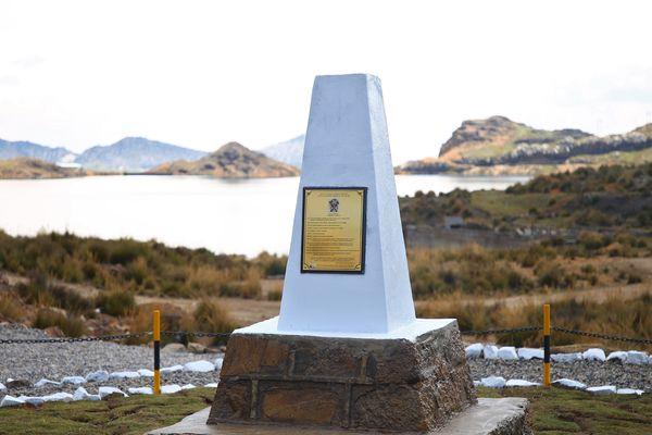 Le monument érigé en l'honneur de François Aubry.