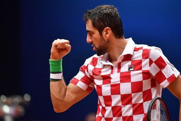 Marin Cilic offre le saladier d'argent à la Croatie.