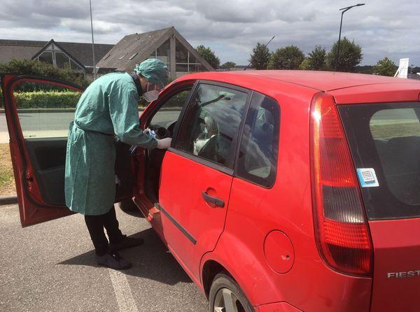 Un drive de dépistage mis en place par un médecin généraliste de la commune.