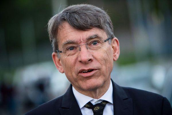 Emmanuel Barbe avait pris ses fonctions le 24 février 2020.