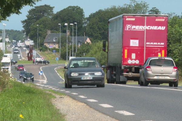L'axe Avranches-Granville est très fréquenté. 15 000 véhicules par jour hors saison.