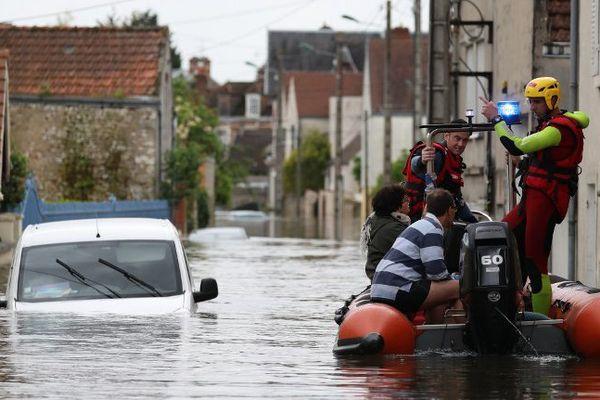 Les rues inondées de Souppes-sur-Loing, en Seine-et-Marne.