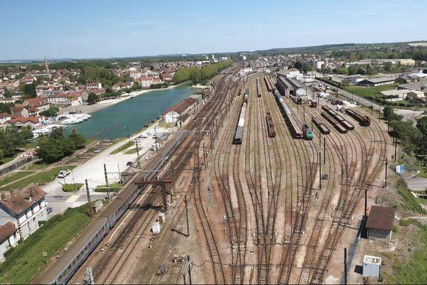 La gare et le port de Migennes