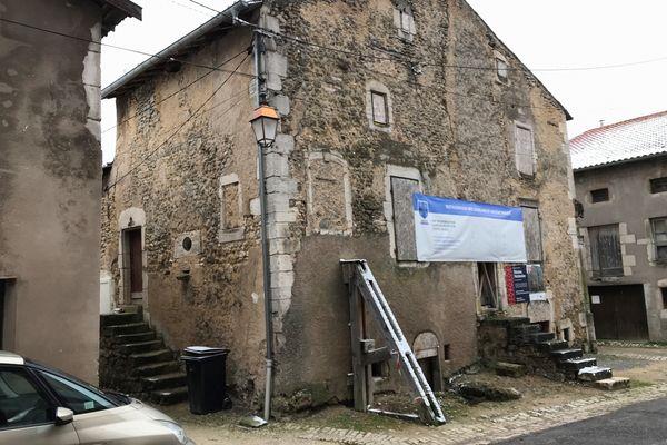 """La """"Loge de la Vierge"""" à Blénod-lès-Toul en Meurthe-et-Moselle."""