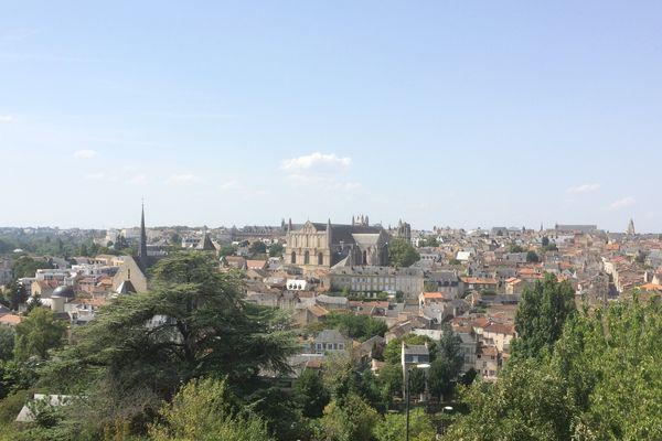 Vue de Poitiers depuis le plateau des Dunes
