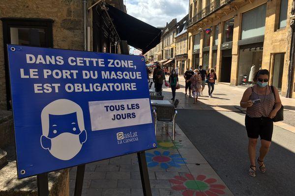 Le masque est obligatoire dans le centre historique de Sarlat depuis le 30 juillet 21 par arrêté préfectoral. 3/08/21.
