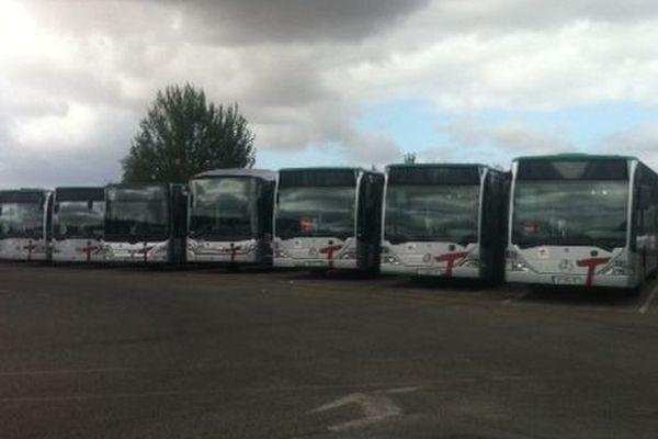 Les bus du réseaux TICE à l'arrêt