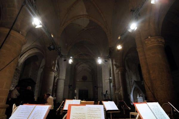 """""""L'ABBATIALE D'AMBRONAY, SITE MAGIQUE POUR FESTIVAL DE MUSIQUES ANCIENNES"""" (septembre 2009)"""