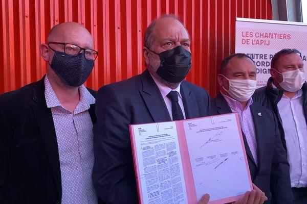 """""""Ce n'est pas tous les jours que les trois grands syndicats cosignent une charte"""", a déclaré Eric Dupont-Moretti."""
