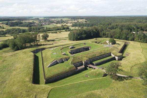 Le fort d'Uxegney vu du ciel vosgien.
