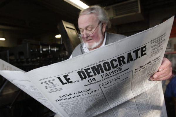 Jacque Piraux, directeur et rédacteur en chef du Démocrate de l'Aisne dans les locaux du journal à Vervins en 2011
