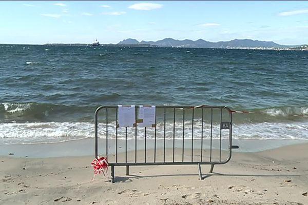La plage des Ondes, sur le cap d'Antibes, interdite à la baignade après les fortes pluies des derniers jours.