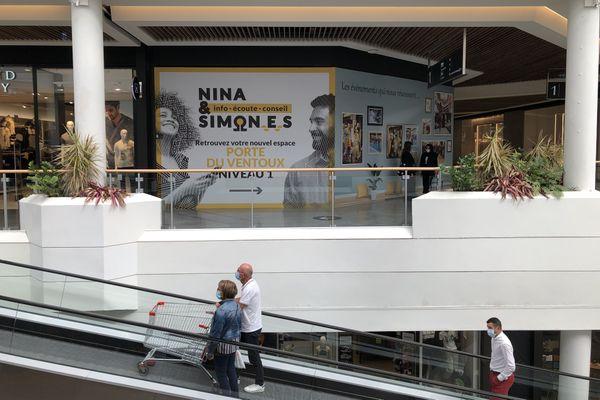 Dans la Métropole Lilloise, au sein du Centre Commercial V2, Nina et Simones, un lieu d'écoute singulier pour des situations complexes.