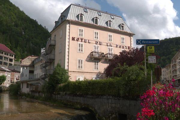 L'hôtel de la poste à Morez devrait bénéficier de restauration, c'est le projet du maire