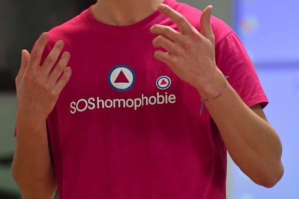 L'association SOS homophobie demande au gouvernement de lutter contre les discriminations à l'origine, selon elle, de la violence à l'égard de la communauté LGBTI