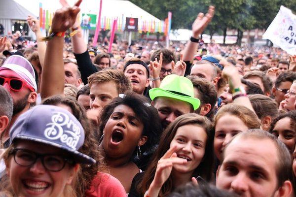 Le public du Main Square Festival dimanche dernier à la Citadelle d'Arras.