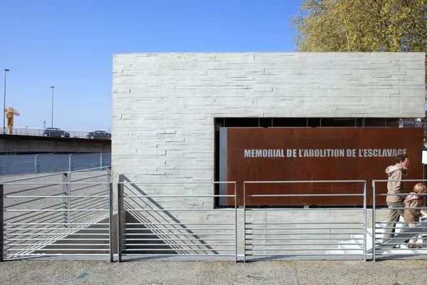 Le mémorial de l'abolition de l'esclavage, près du pont Anne de Bretagne, a été inauguré en 2012.