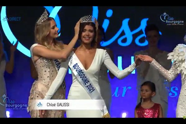 Chloé Galissi prend la succession de Lou-Anne Lorphelin en devenant Miss Bourgogne 2021 !