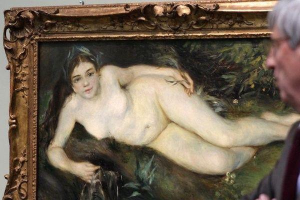 """Patrick Ramade devant la  """"Nymphe à la source"""" de Pierre-Auguste Renoir"""