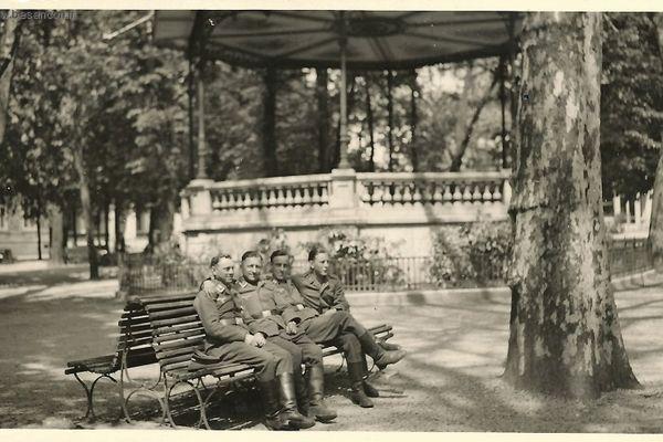 Des soldats allemands place Granvelle à Besançon pendant l'Occupation.