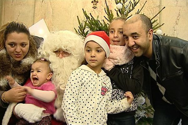 1300 enfants étaient présents, ce samedi 17 décembre, à l'occasion du Noël pour tous, à Dijon. Un Noël solidaire, où des enfants de familles défavorisées ont pu recevoir des cadeaux.