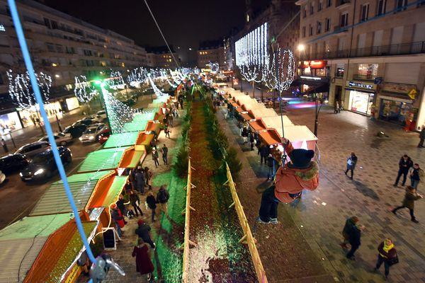 Le marché de Noël de Valenciennes, place d'Armes.