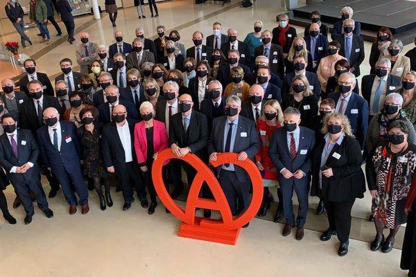 La photo de famille de la nouvelle Collectivité européenne d'Alsace, à Colmar, ce samedi 2 janvier.
