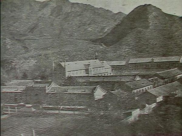 Le monastère Notre-Dame-de-Consolation (ici dans les années 1930), perdu dans les montagnes au nord-ouest de Pékin.