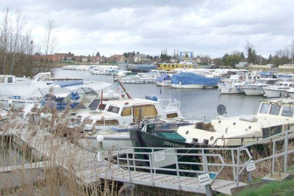 Saint-Jean-de-Losne est le plus grand port fluvial de France