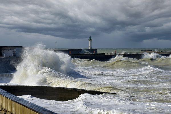 Les côtes normandes subiront les effets du coup de vent jusqu'en mi-journée, ce MARDI.