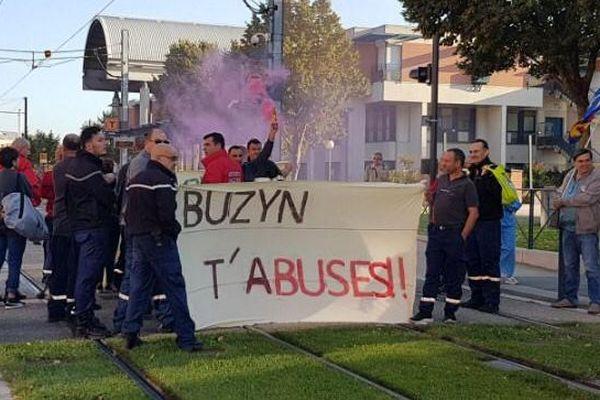 Manifestation devant l'hôpital Purpan de Toulouse.