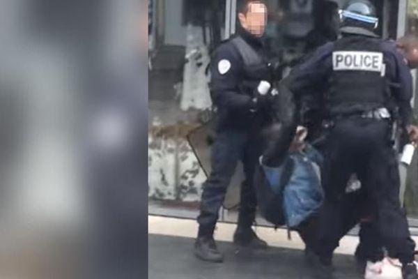 Capture d'image de la vidéo qui montre un adolescent se faire frapper par un policier non loin du lycée Bergson de Paris, le 24 mars 2016, en marge de la mobilisation contre la loi Travail.