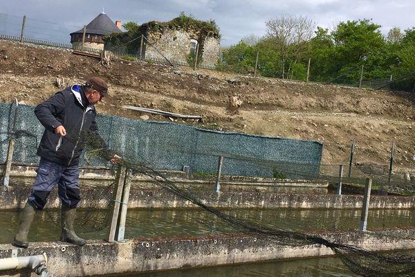 Jean-Claude Gandon pisciculteur en Mayenne ne décolère pas contre les cormorans