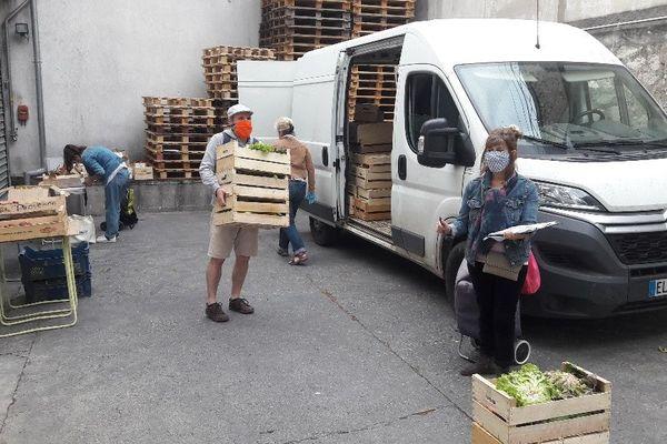 Distribution au Panier Marseillais d'Elémir le vendredi soir
