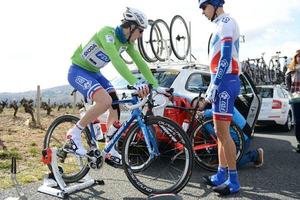 Arnaud Démare, à l'échauffement, avant le départ de la 4ème étape de Paris-Nice, le 10 mars 2016
